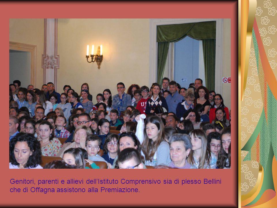Genitori, parenti e allievi dell'Istituto Comprensivo sia di plesso Bellini che di Offagna assistono alla Premiazione.