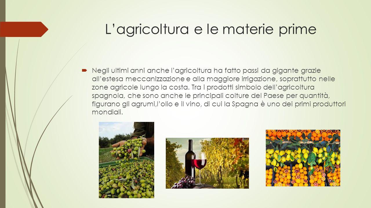 L'agricoltura e le materie prime  Negli ultimi anni anche l'agricoltura ha fatto passi da gigante grazie all'estesa meccanizzazione e alla maggiore i