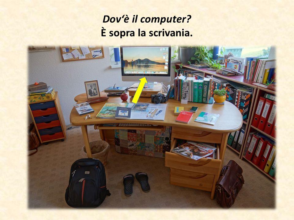Dov'è il computer È sopra la scrivania.