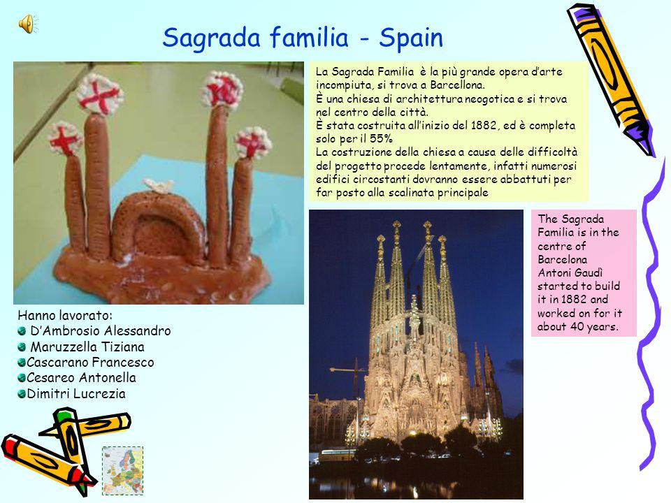 Sagrada familia - Spain La Sagrada Familia è la più grande opera d'arte incompiuta, si trova a Barcellona.