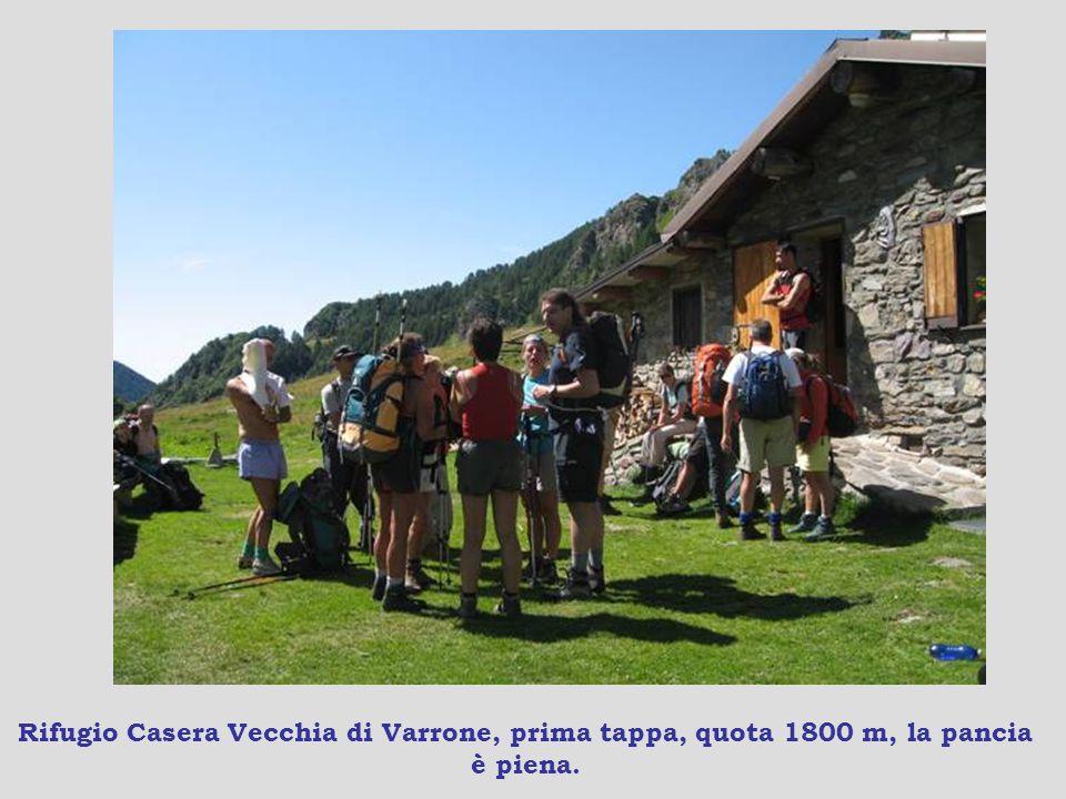 Rifugio Casera Vecchia di Varrone, prima tappa, quota 1800 m, la pancia è piena.