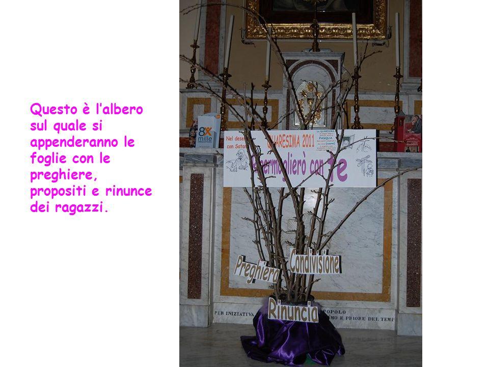 Questo è l'albero sul quale si appenderanno le foglie con le preghiere, propositi e rinunce dei ragazzi.