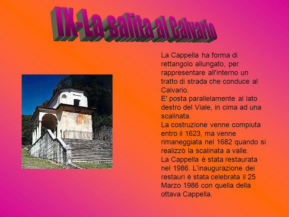 La Cappella ha forma di rettangolo allungato, per rappresentare all'interno un tratto di strada che conduce al Calvario. E' posta parallelamente al la