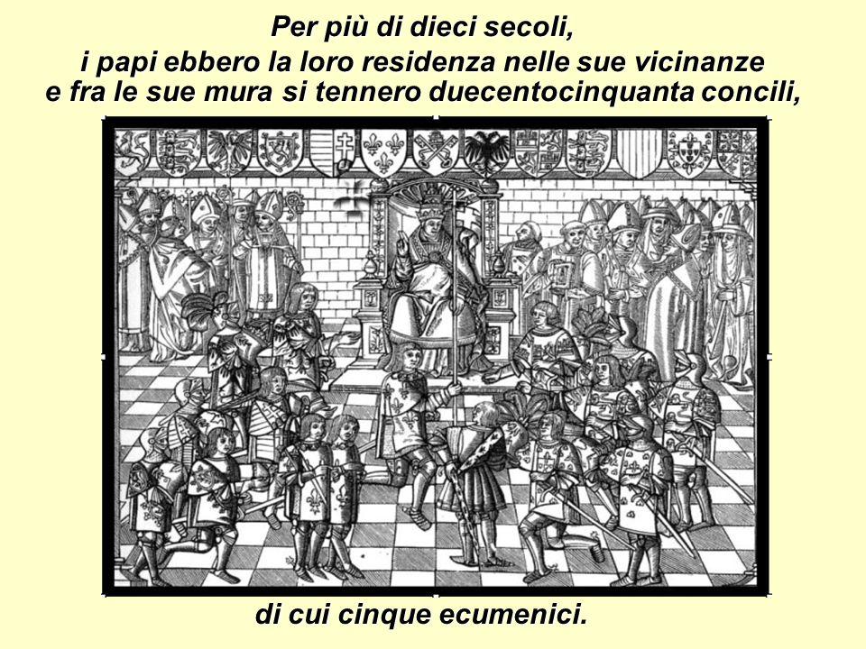 Per più di dieci secoli, i papi ebbero la loro residenza nelle sue vicinanze di cui cinque ecumenici.