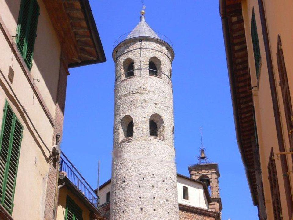 Veronica nasce appunto il 27 dicembre 1660 a Mercatello, nella valle del Metauro, da Francesco Giuliani e Benedetta Mancini; è l'ultima di sette sorelle, delle quali altre tre abbracceranno la vita monastica; le viene dato il nome di Orsola.