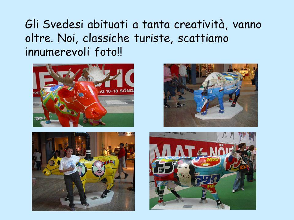 Ma all'improvviso sbuca una scultura-mucca che ci riporta improvvisamente alla realtà di una Stockolm trendy….