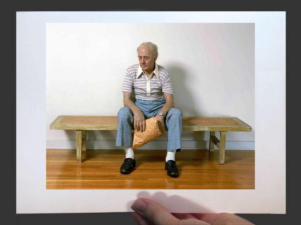 DUANE HANSON La gente è il soggetto principale di Duane Hanson. Le persone che riproduce nelle sue sculture costituiscono lo strumento attraverso cui