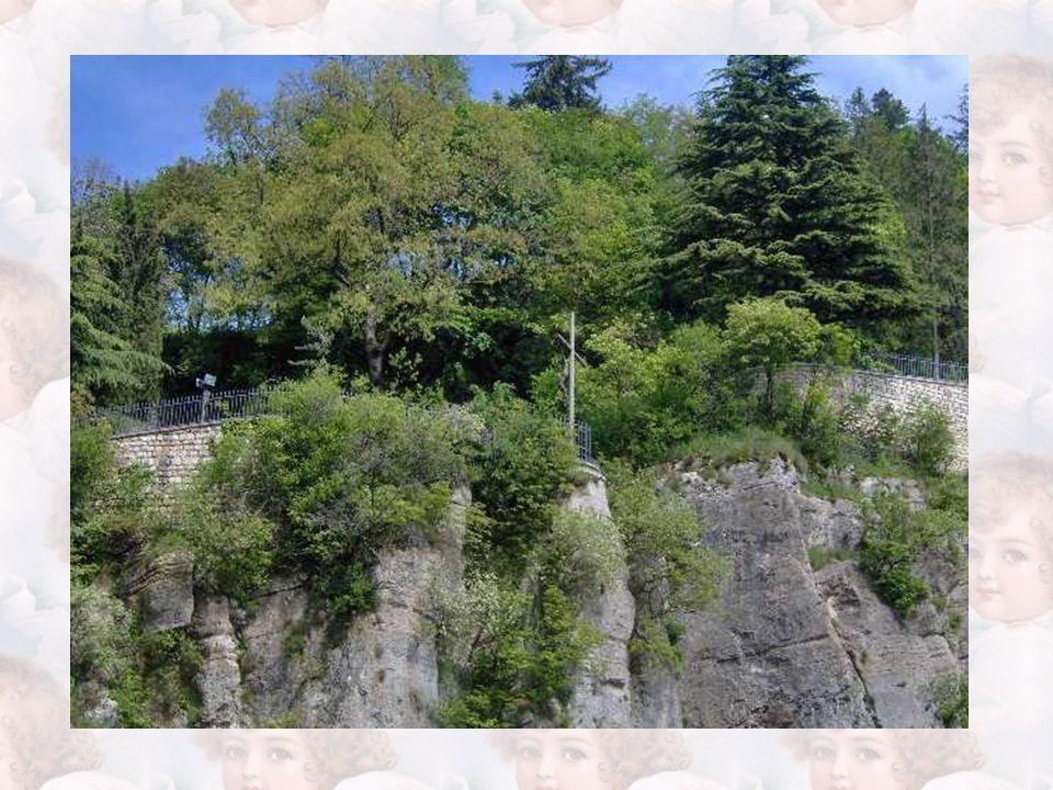 Il Santuario Madonna della Corona è abbarbicato sulla roccia del monte Baldo, in provincia di Verona.