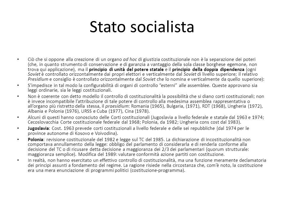 Stato socialista Ciò che si oppone alla creazione di un organo ad hoc di giustizia costituzionale non è la separazione dei poteri (che, in quanto stru