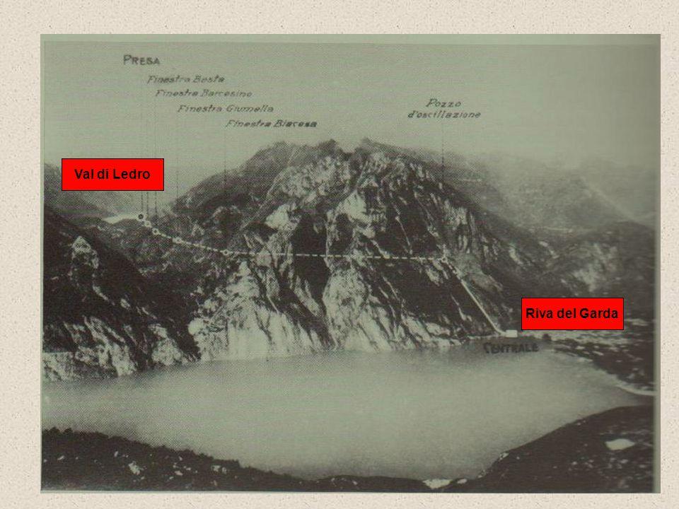 LA CENTRALE DI RIVA DEL GARDA Nell'autunno del 1924 il livello del lago di Ledro venne abbassato per i lavori della presa della centrale idroelettrica in costruzione a Riva del Garda; sulla sponda meridionale del lago affiorò una distesa di pali (oltre 10.000): erano i resti di un villaggio palafitticolo