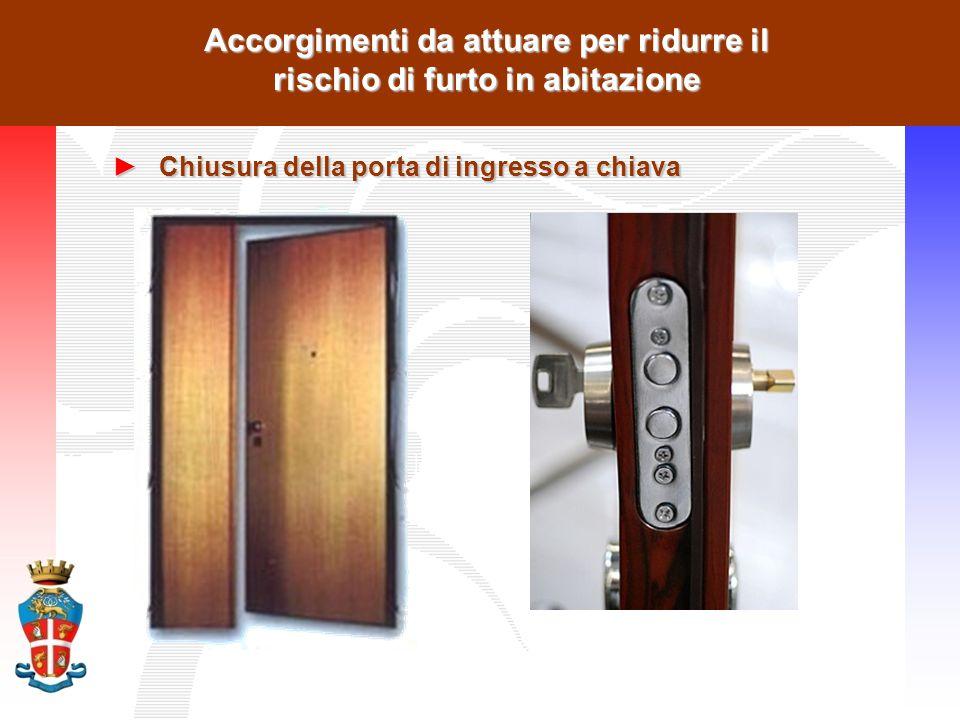 Accorgimenti da attuare per ridurre il rischio di furto in abitazione ►Chiusura della porta di ingresso a chiava