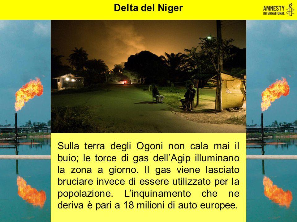 Sulla terra degli Ogoni non cala mai il buio; le torce di gas dell'Agip illuminano la zona a giorno. Il gas viene lasciato bruciare invece di essere u
