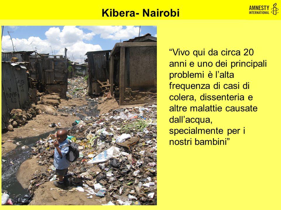 """Kibera- Nairobi """"Vivo qui da circa 20 anni e uno dei principali problemi è l'alta frequenza di casi di colera, dissenteria e altre malattie causate da"""