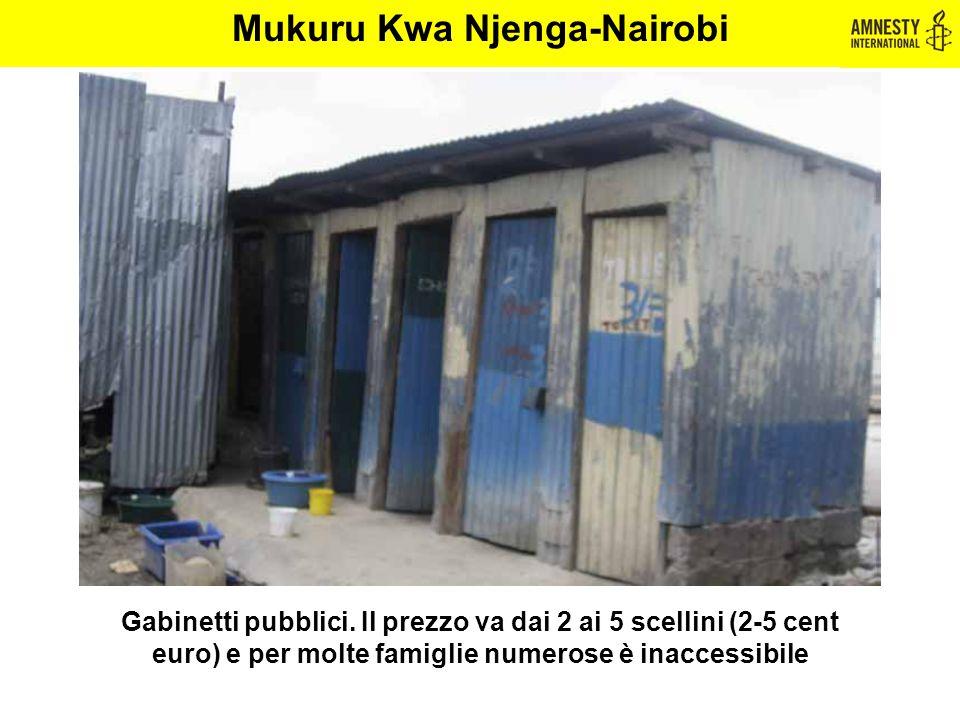 Gabinetti pubblici. Il prezzo va dai 2 ai 5 scellini (2-5 cent euro) e per molte famiglie numerose è inaccessibile Mukuru Kwa Njenga-Nairobi