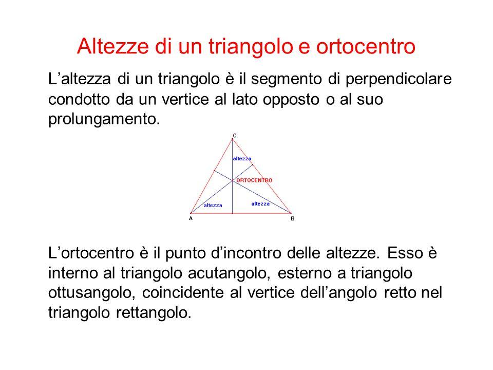 Mediane di un triangolo e baricentro La mediana di un triangolo relativa a un lato è il segmento che unisce un vertice con il punto medio del lato opposto.