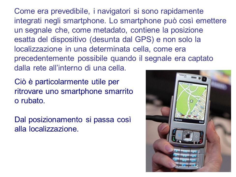Come era prevedibile, i navigatori si sono rapidamente integrati negli smartphone. Lo smartphone può così emettere un segnale che, come metadato, cont