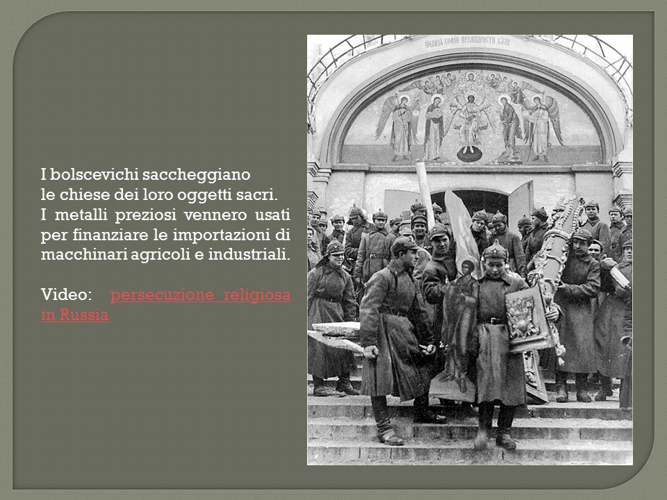 I bolscevichi saccheggiano le chiese dei loro oggetti sacri. I metalli preziosi vennero usati per finanziare le importazioni di macchinari agricoli e