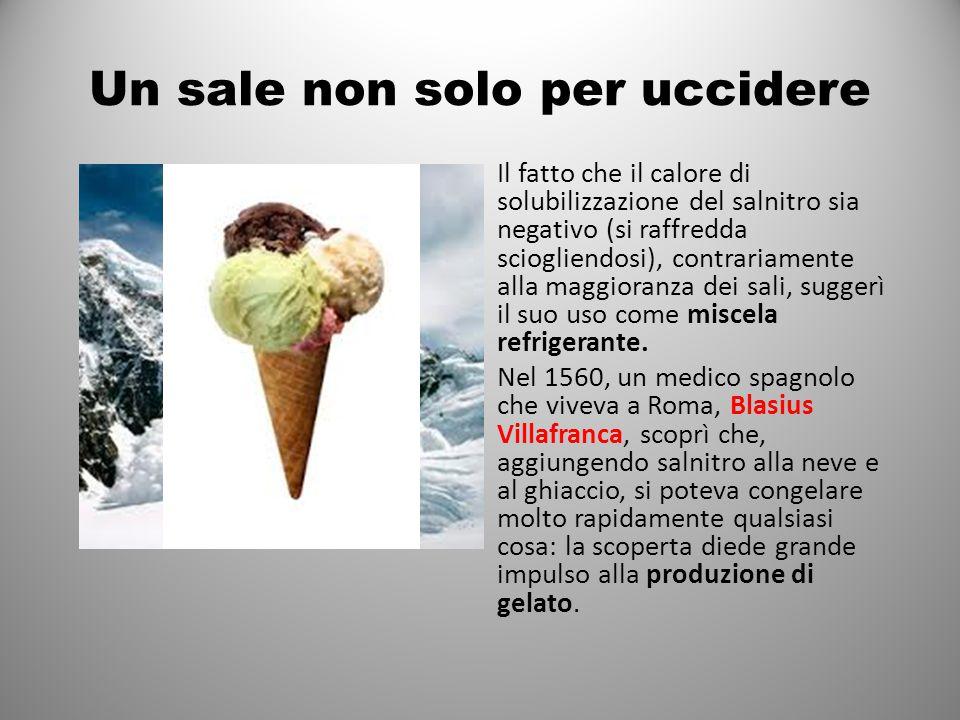 Un sale non solo per uccidere Il fatto che il calore di solubilizzazione del salnitro sia negativo (si raffredda sciogliendosi), contrariamente alla maggioranza dei sali, suggerì il suo uso come miscela refrigerante.