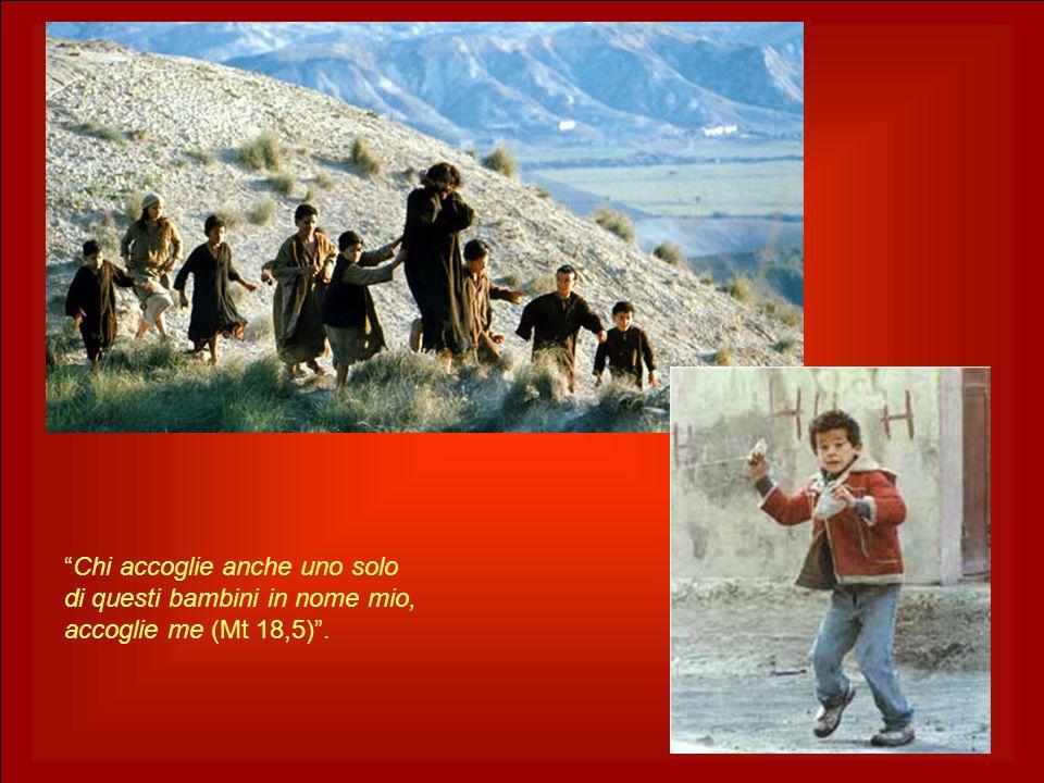"""""""Chi accoglie anche uno solo di questi bambini in nome mio, accoglie me (Mt 18,5)""""."""