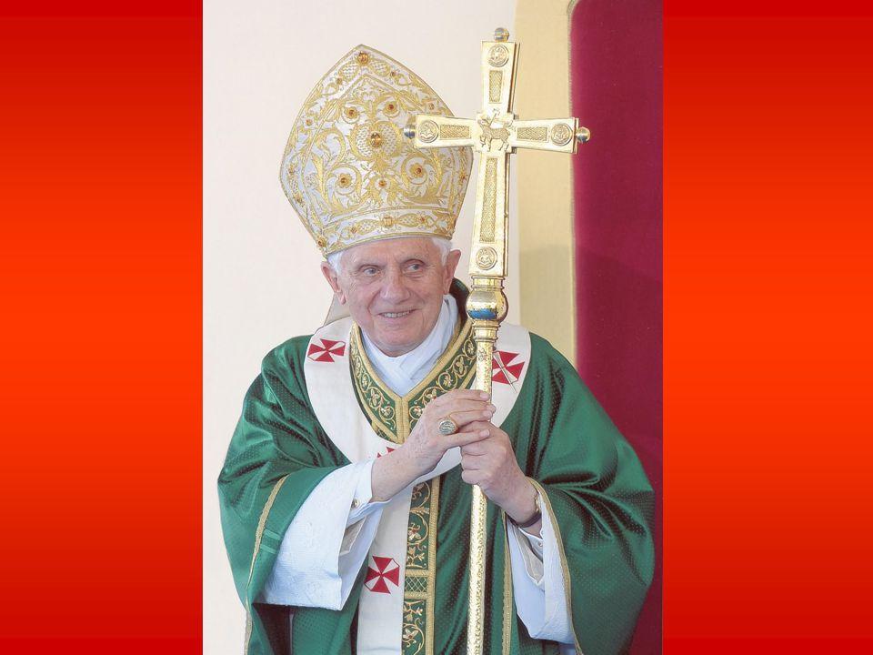 Oggi vorrei soffermarmi brevemente con voi sul secondo compito che ha il sacerdote, quello di santificare gli uomini, soprattutto mediante i Sacramenti e il culto della Chiesa.