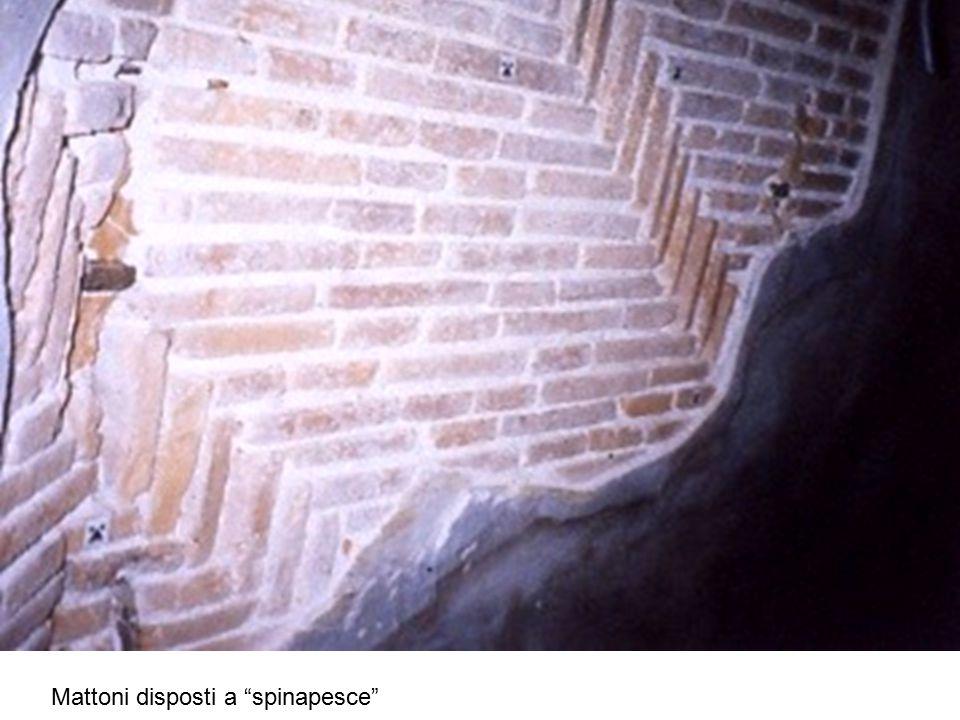 """Mattoni disposti a """"spinapesce"""""""