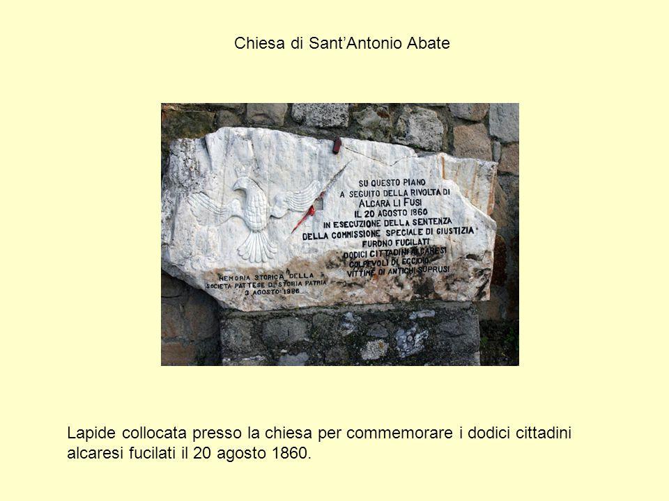 Chiesa di Sant'Antonio Abate Lapide collocata presso la chiesa per commemorare i dodici cittadini alcaresi fucilati il 20 agosto 1860.