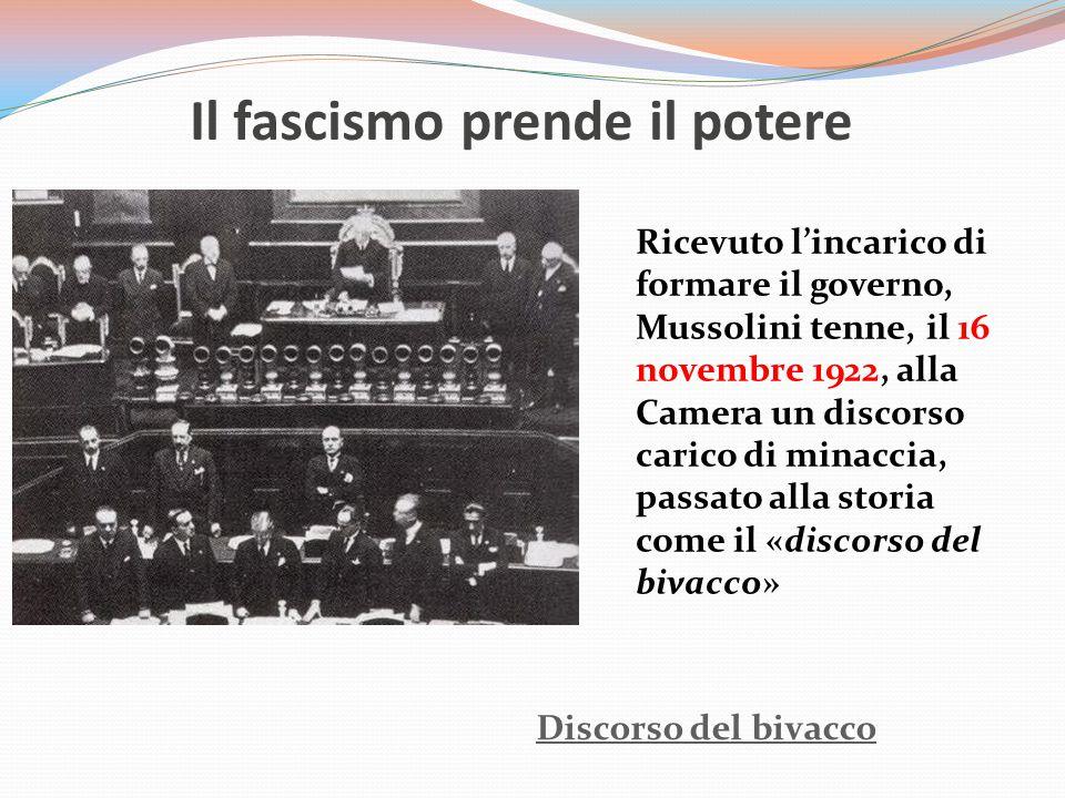 Il fascismo prende il potere Discorso del bivacco Ricevuto l'incarico di formare il governo, Mussolini tenne, il 16 novembre 1922, alla Camera un disc