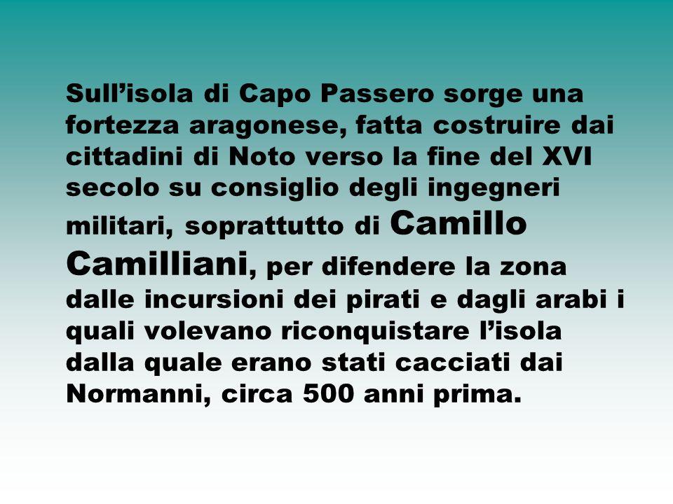 Sull'isola di Capo Passero sorge una fortezza aragonese, fatta costruire dai cittadini di Noto verso la fine del XVI secolo su consiglio degli ingegne