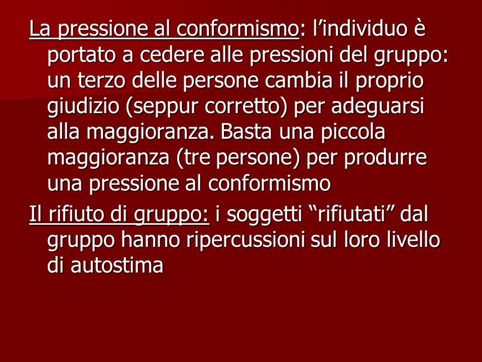 La pressione al conformismo: l'individuo è portato a cedere alle pressioni del gruppo: un terzo delle persone cambia il proprio giudizio (seppur corretto) per adeguarsi alla maggioranza.