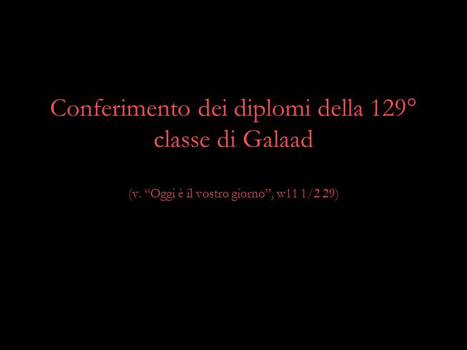 """Conferimento dei diplomi della 129° classe di Galaad (v. """"Oggi è il vostro giorno"""", w11 1/2 29)"""