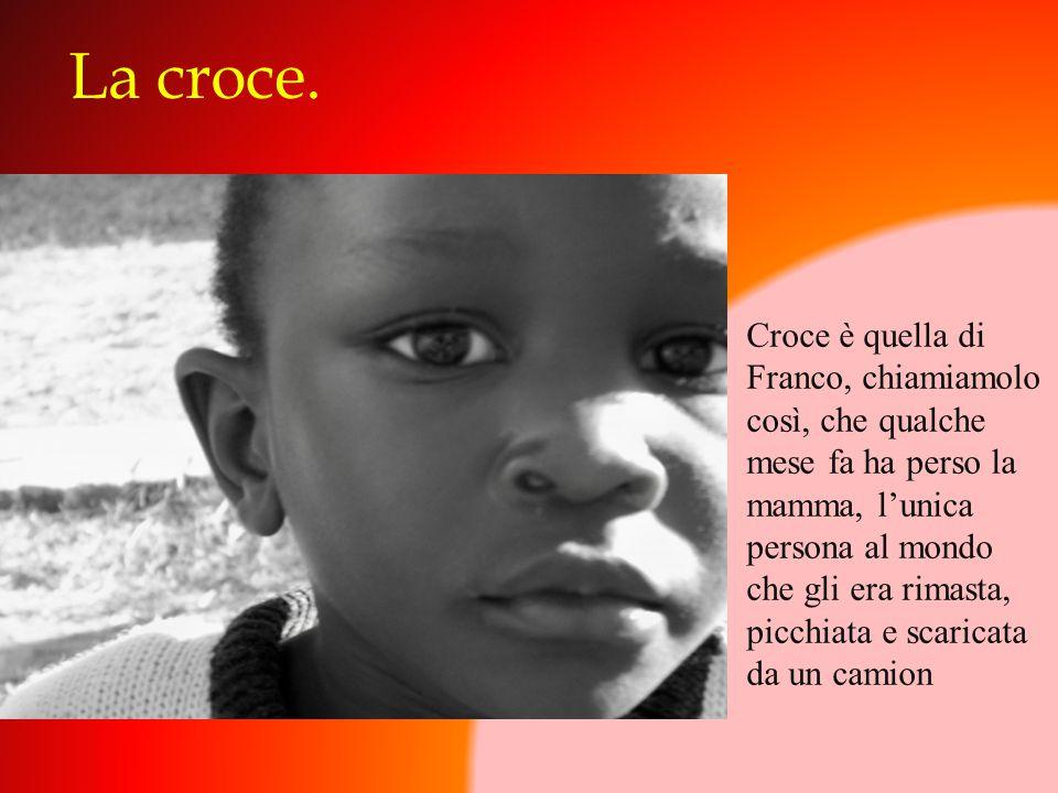 La croce. Croce è quella di Franco, chiamiamolo così, che qualche mese fa ha perso la mamma, l'unica persona al mondo che gli era rimasta, picchiata e