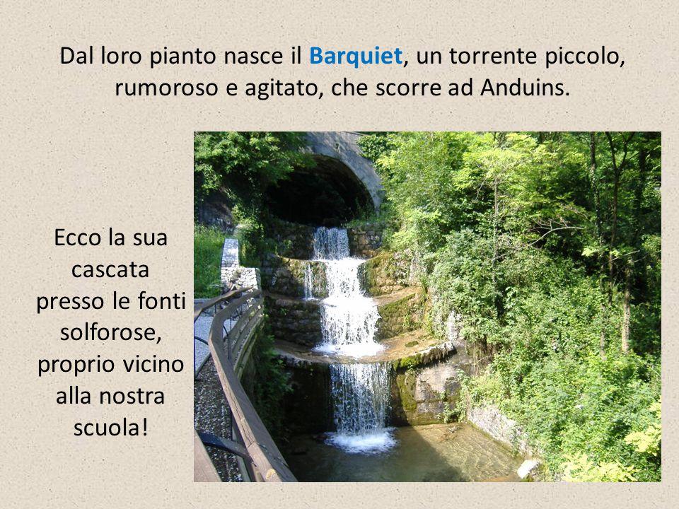 Dal loro pianto nasce il Barquiet, un torrente piccolo, rumoroso e agitato, che scorre ad Anduins. Ecco la sua cascata presso le fonti solforose, prop
