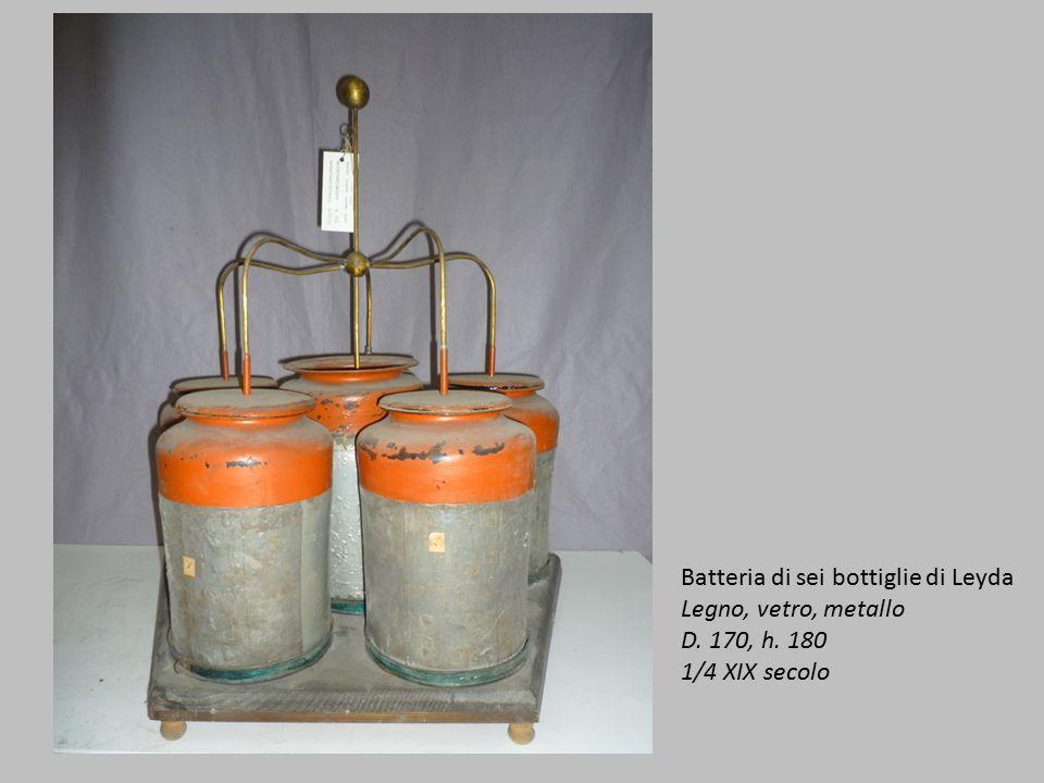 Batteria di sei bottiglie di Leyda Legno, vetro, metallo D. 170, h. 180 1/4 XIX secolo