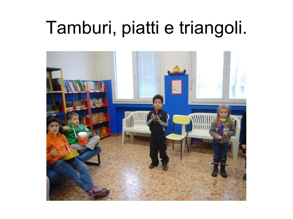 Tamburi, piatti e triangoli.