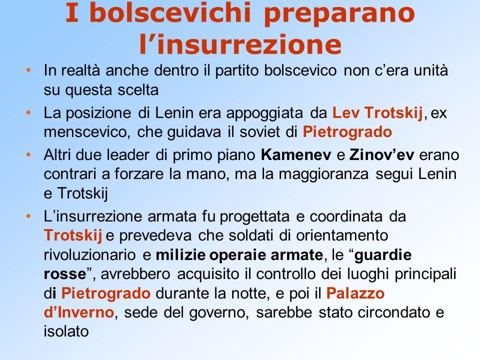 I bolscevichi preparano l'insurrezione In realtà anche dentro il partito bolscevico non c'era unità su questa scelta La posizione di Lenin era appoggi