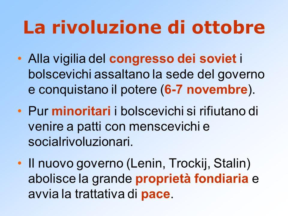 La rivoluzione di ottobre Alla vigilia del congresso dei soviet i bolscevichi assaltano la sede del governo e conquistano il potere (6-7 novembre). Pu
