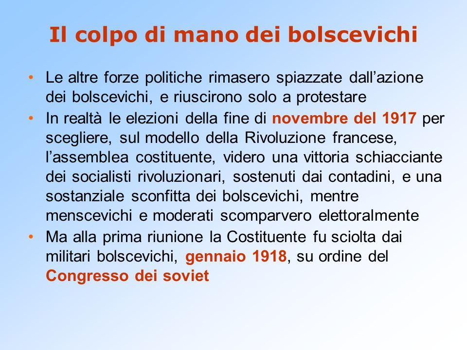 Il colpo di mano dei bolscevichi Le altre forze politiche rimasero spiazzate dall'azione dei bolscevichi, e riuscirono solo a protestare In realtà le