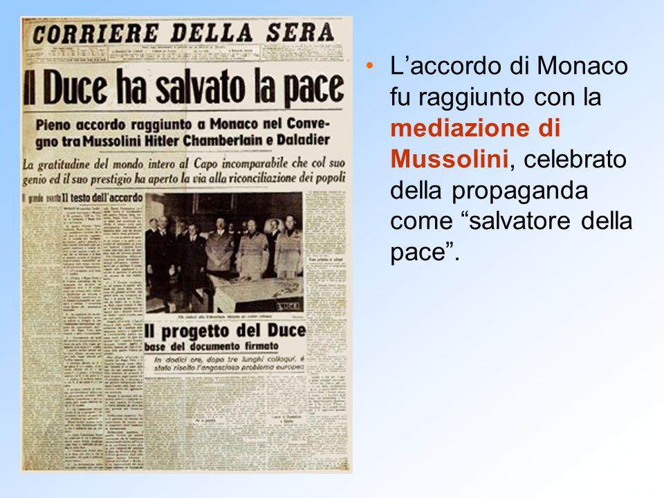 """L'accordo di Monaco fu raggiunto con la mediazione di Mussolini, celebrato della propaganda come """"salvatore della pace""""."""