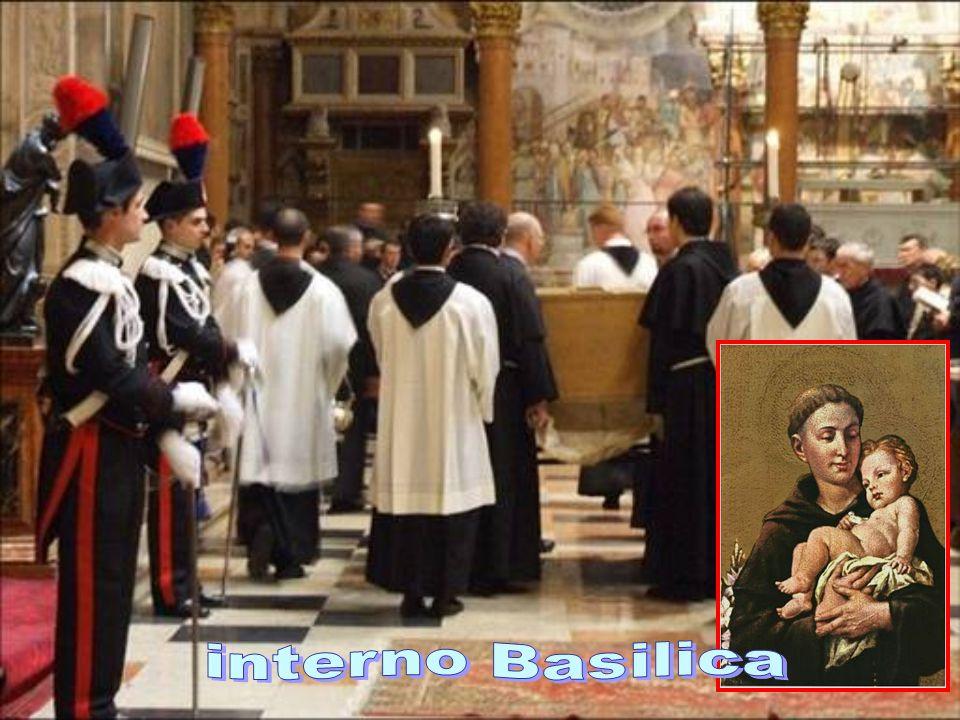 Martirologio Romano: sant'Antonio, nato in Portogallo, già canonico regolare, entrò nell'Ordine dei Minori da poco fondato, per attendere alla diffusi