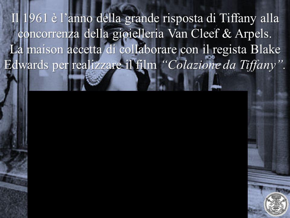 Il 1961 è l'anno della grande risposta di Tiffany alla concorrenza della gioielleria Van Cleef & Arpels. La maison accetta di collaborare con il regis