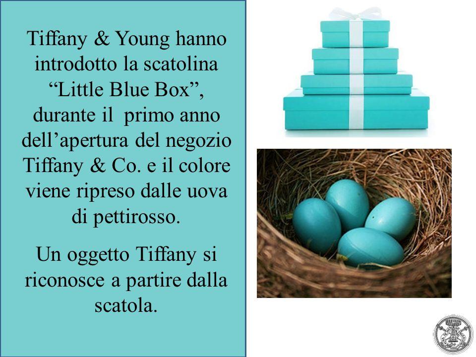 """Tiffany & Young hanno introdotto la scatolina """"Little Blue Box"""", durante il primo anno dell'apertura del negozio Tiffany & Co. e il colore viene ripre"""