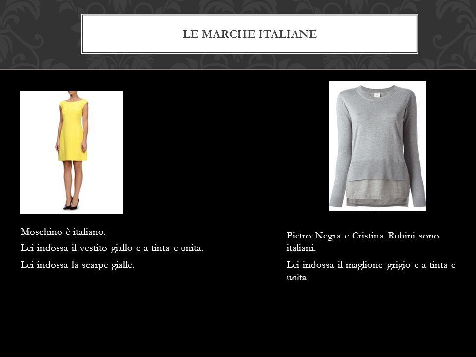LE MARCHE ITALIANE Moschino è italiano. Lei indossa il vestito giallo e a tinta e unita. Lei indossa la scarpe gialle. Pietro Negra e Cristina Rubini