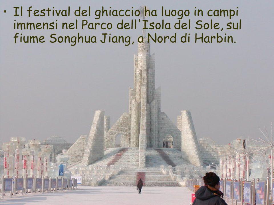 Il festival del ghiaccio ha luogo in campi immensi nel Parco dell Isola del Sole, sul fiume Songhua Jiang, a Nord di Harbin.