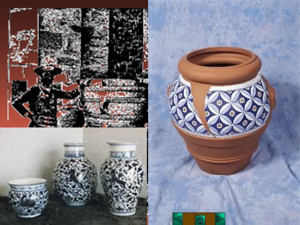 DECORAZIONE Il graffito, in ceramica, si ottiene raschiando lo smalto dal manufatto in modo da far riaffiorare il biscotto in parti del disegno, creando effetti di rilievi bicromatici.