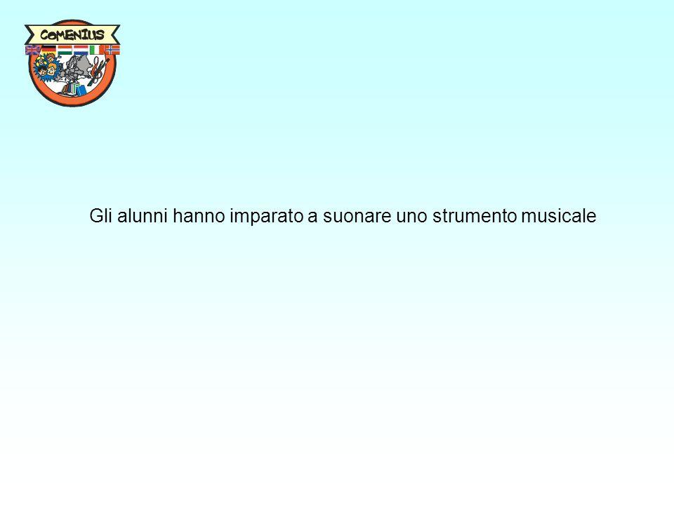 Gli alunni hanno imparato a suonare uno strumento musicale