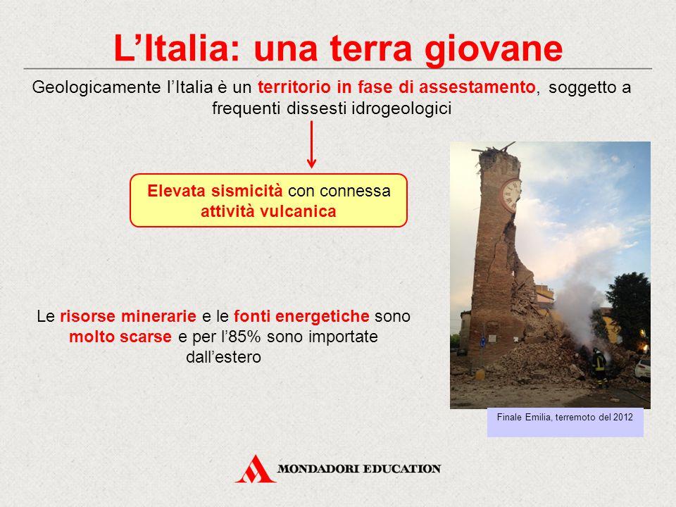 L'Italia: una terra giovane Geologicamente l'Italia è un territorio in fase di assestamento, soggetto a frequenti dissesti idrogeologici Elevata sismicità con connessa attività vulcanica Le risorse minerarie e le fonti energetiche sono molto scarse e per l'85% sono importate dall'estero Finale Emilia, terremoto del 2012