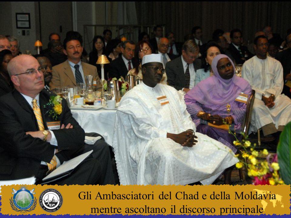 Gli Ambasciatori del Chad e della Moldavia mentre ascoltano il discorso principale