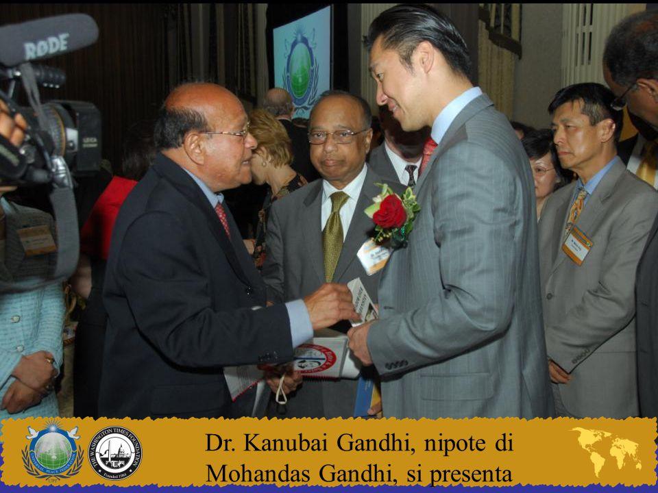 Dr. Kanubai Gandhi, nipote di Mohandas Gandhi, si presenta