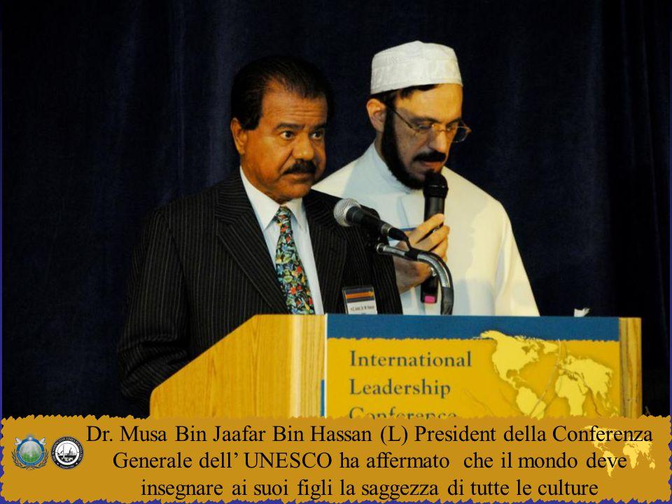 Dr. Musa Bin Jaafar Bin Hassan (L) President della Conferenza Generale dell' UNESCO ha affermato che il mondo deve insegnare ai suoi figli la saggezza