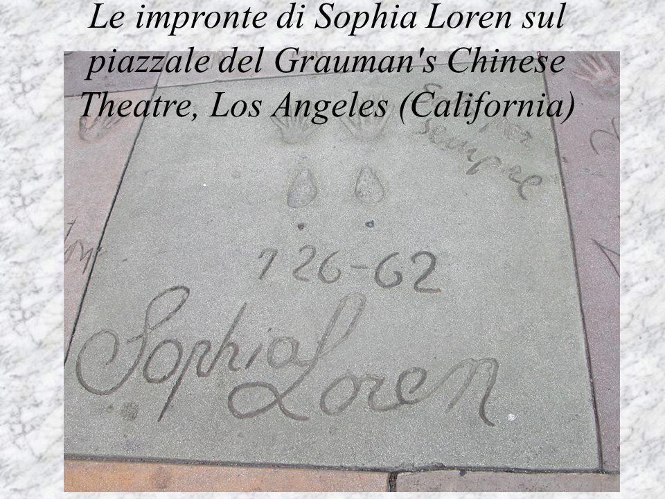 Le impronte di Sophia Loren sul piazzale del Grauman s Chinese Theatre, Los Angeles (California)